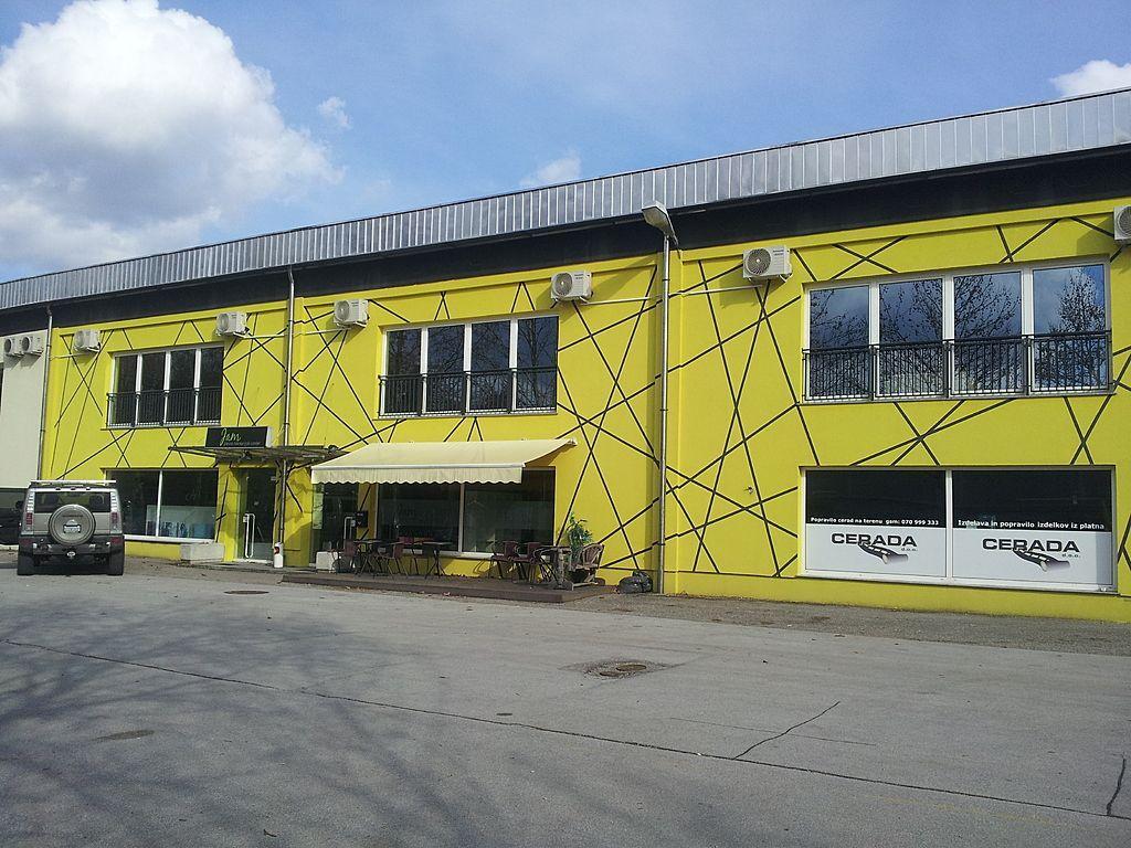Коммерческая недвижимость в Мариборе, Словения, 1800 м2 - фото 1