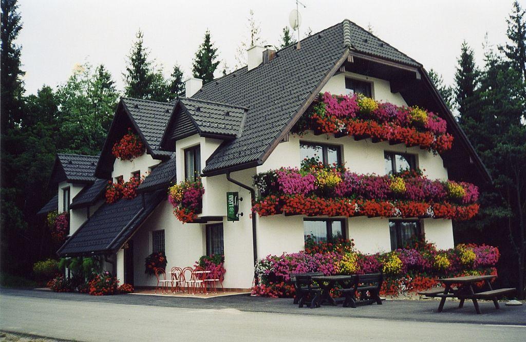 Коммерческая недвижимость в Словенске-Конице, Словения, 1800 м2 - фото 1