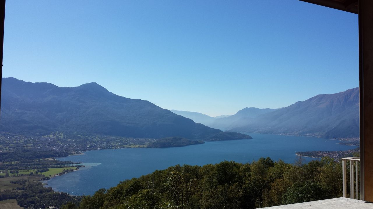 Апартаменты у озера Комо, Италия, 65 м2 - фото 1