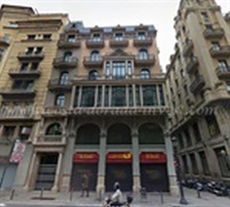 Коммерческая недвижимость в Барселоне, Испания, 3518 м2 - фото 1