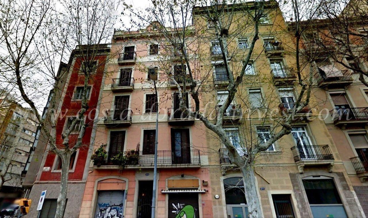 Коммерческая недвижимость в Барселоне, Испания, 700 м2 - фото 1