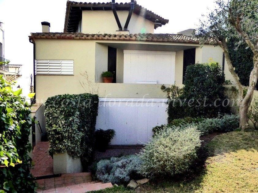 Дом на Коста-Брава, Испания, 584 м2 - фото 1