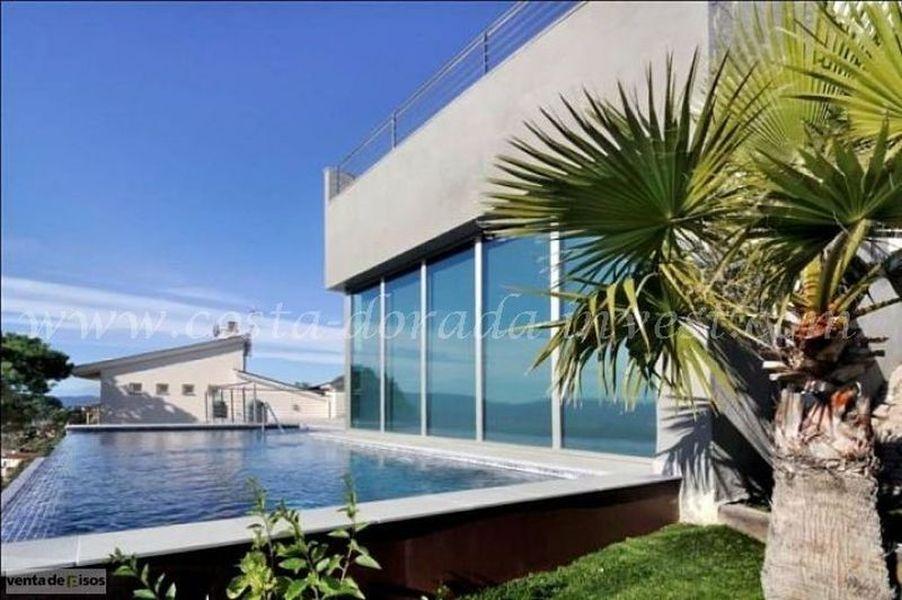 Дом в Барселоне, Испания, 330 м2 - фото 1
