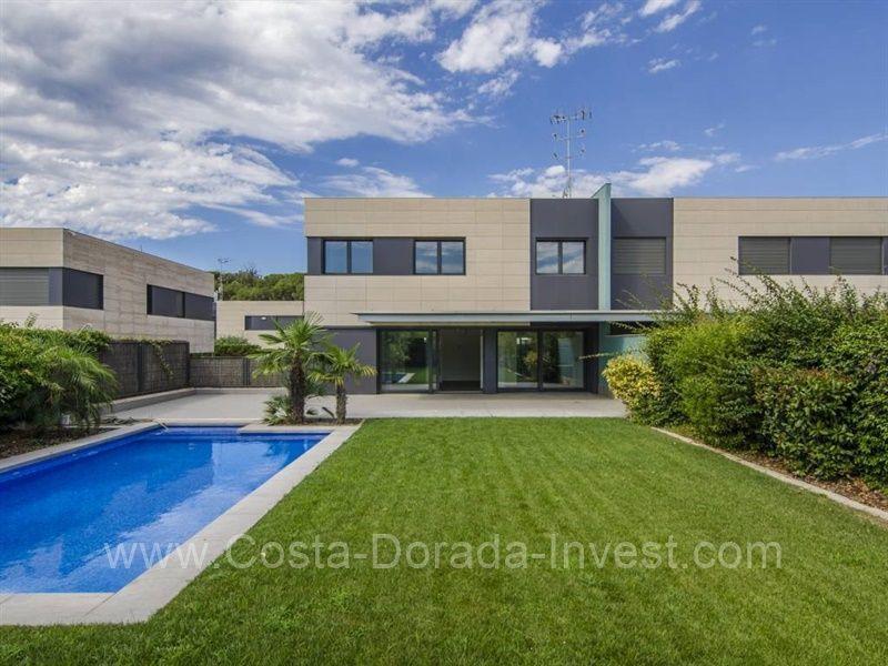 Дом в Барселоне, Испания, 460 м2 - фото 1