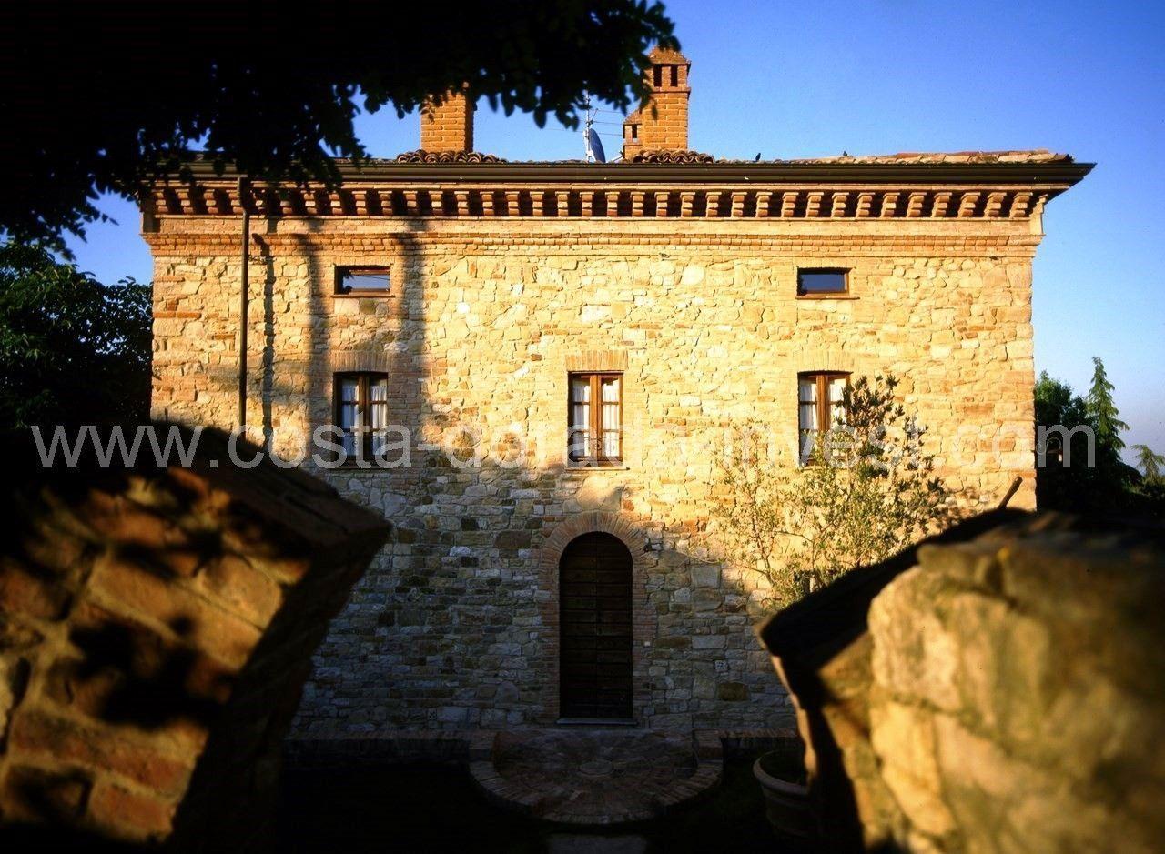 Дом в Милане, Италия, 950 м2 - фото 1
