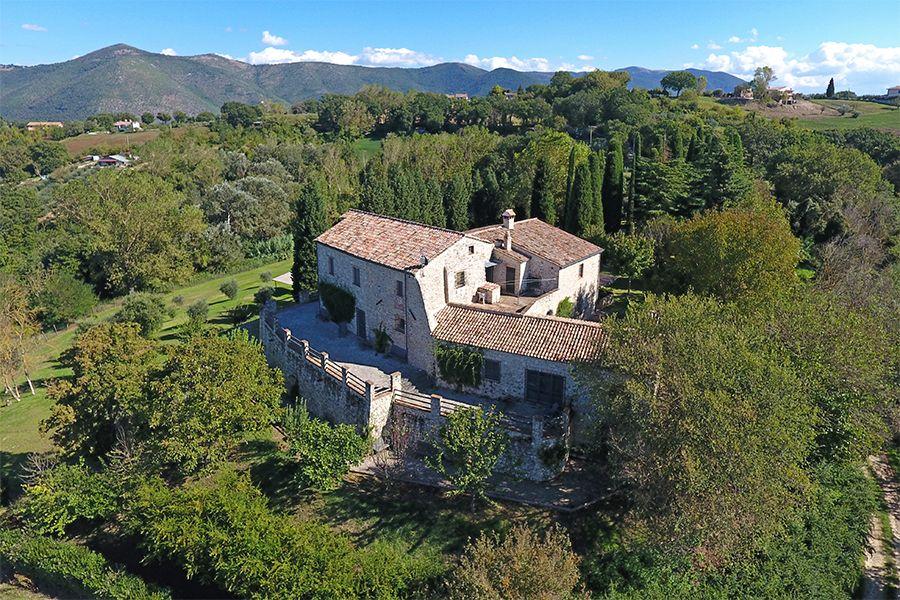 Коттедж в Умбрии, Италия, 560 м2 - фото 1