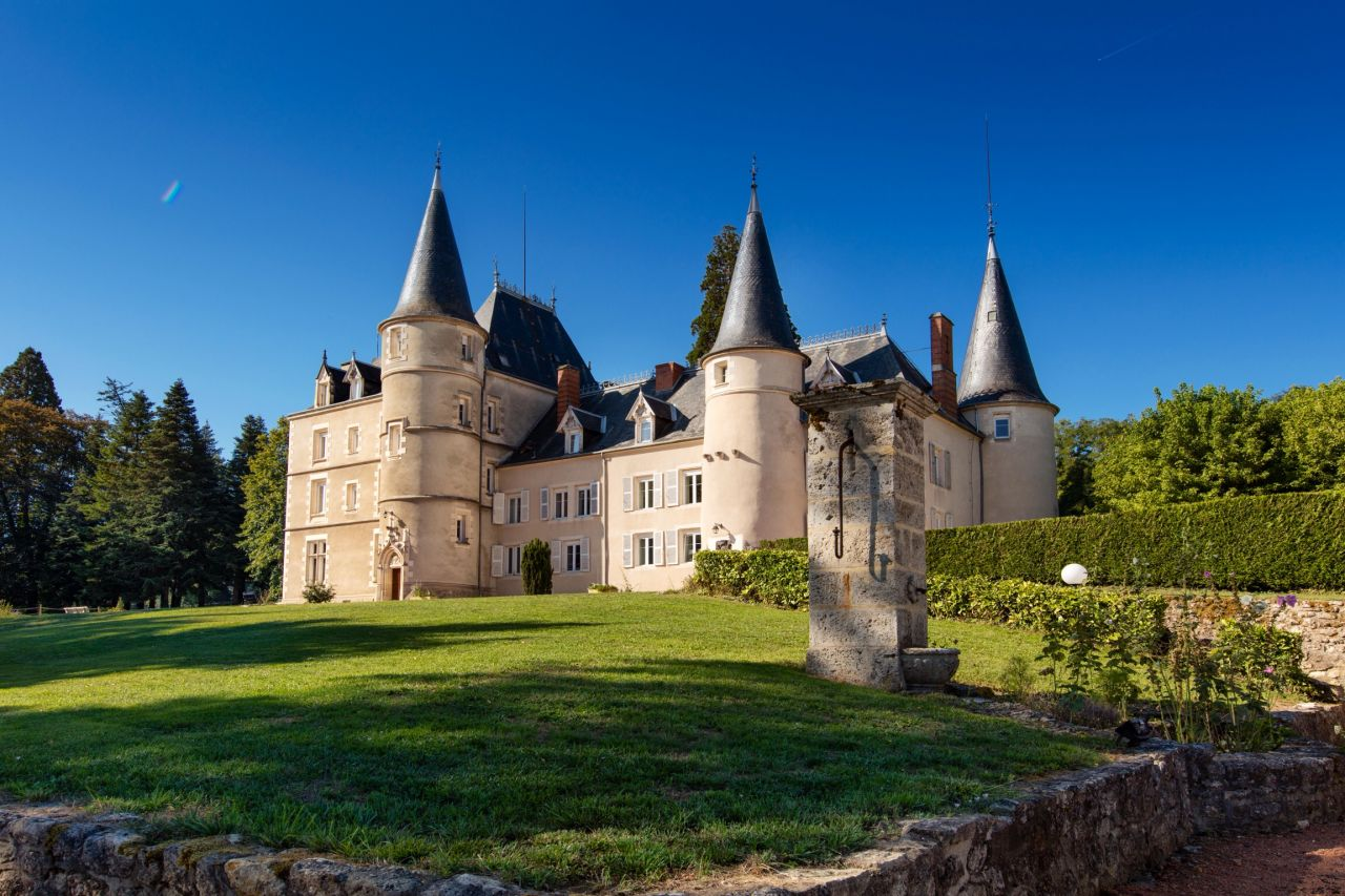 Замок во франции цены сниму недвижимость в дубае