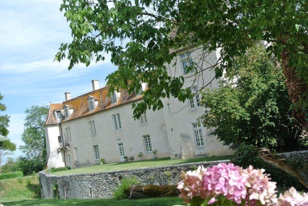 Замок в Шаранте, Франция, 440 Га - фото 1