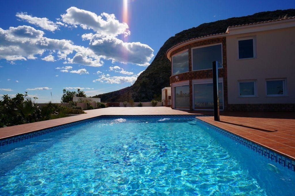 Продажа дома в Кальпе, Испания, 4 спальни, бассейн