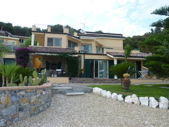 Buy real estate in Alassio for 74,000 euros