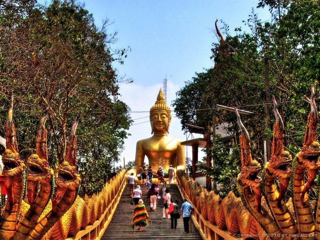 красивый, большой будда в паттайе фото представляет собой выраженные