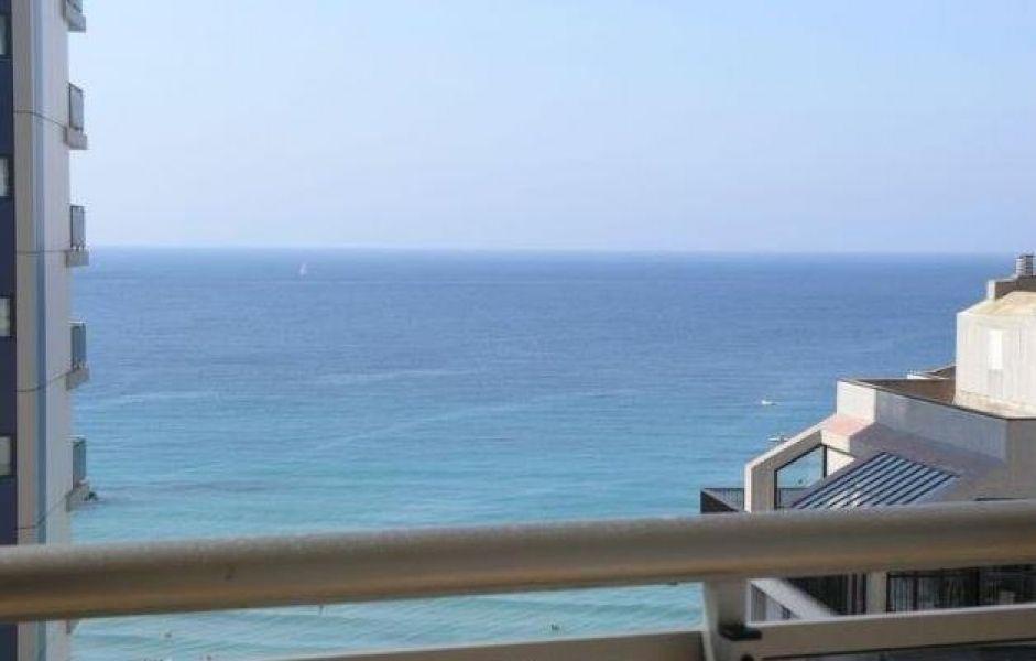 Купить апартаменты с видом на море в кальпе