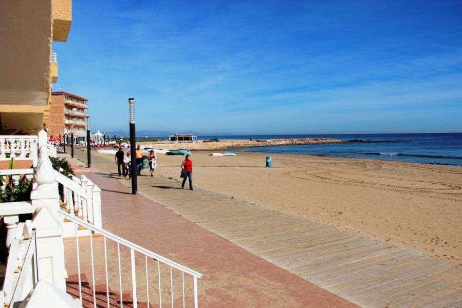 Коммерческая недвижимость в Торревьехе, Испания, 90 м2 - фото 1