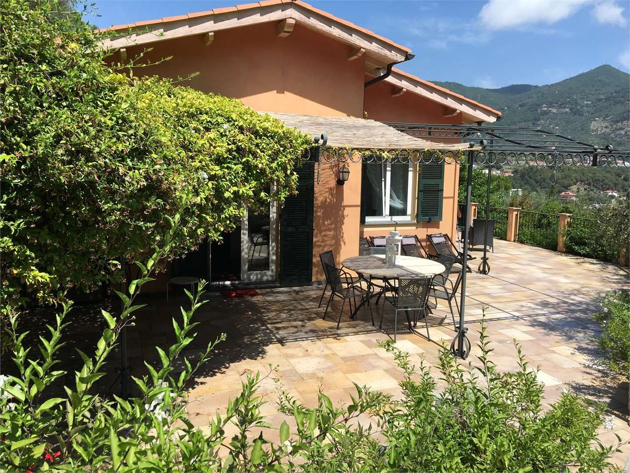 Rental properties abroad by the sea in Liguria