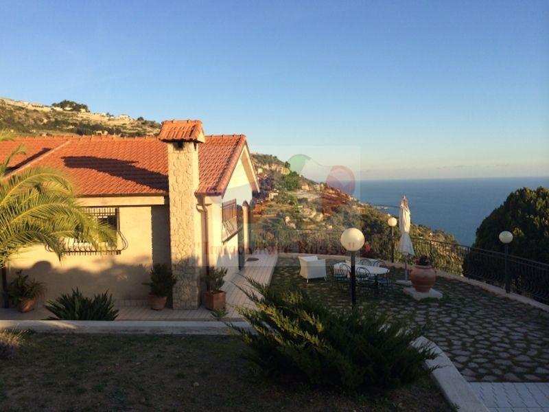 Купить квартиру на берегу моря италия