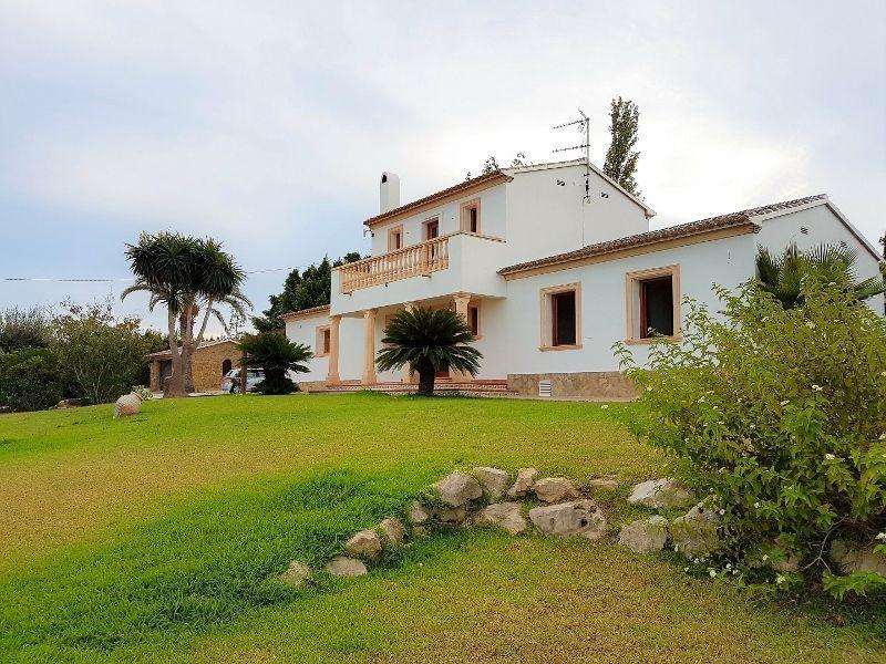 Гражданство за недвижимость в испании