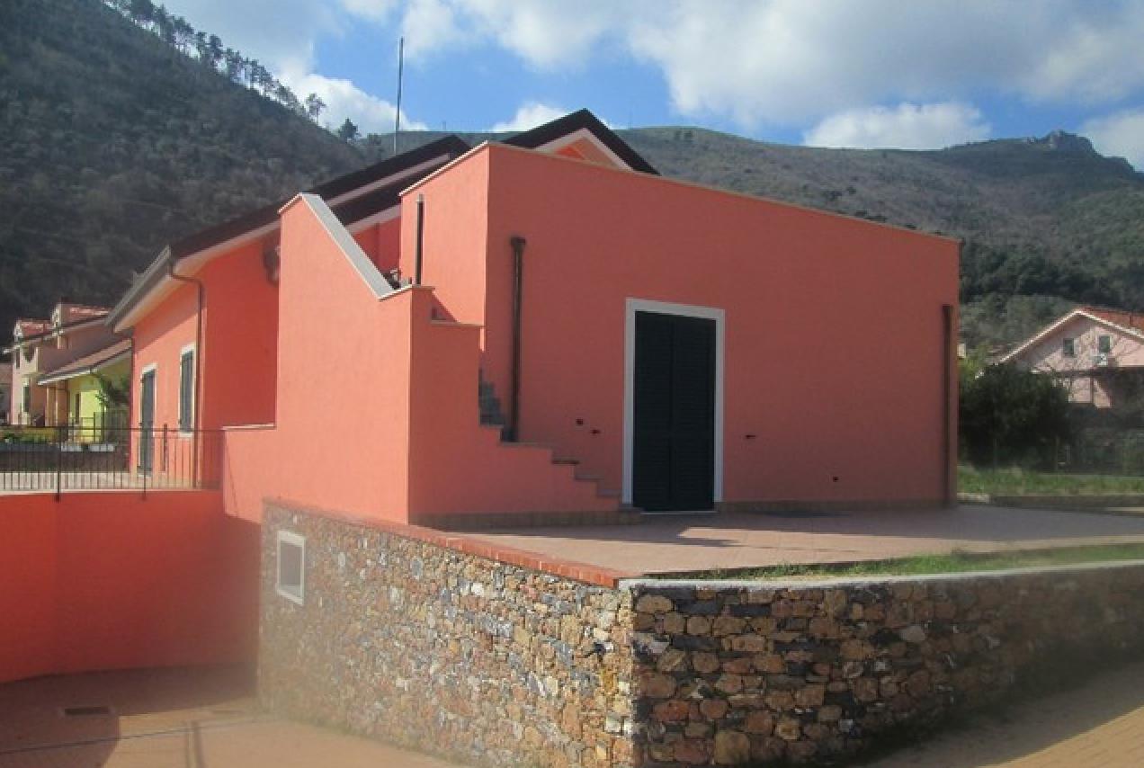 Недвижимость в испании или франции