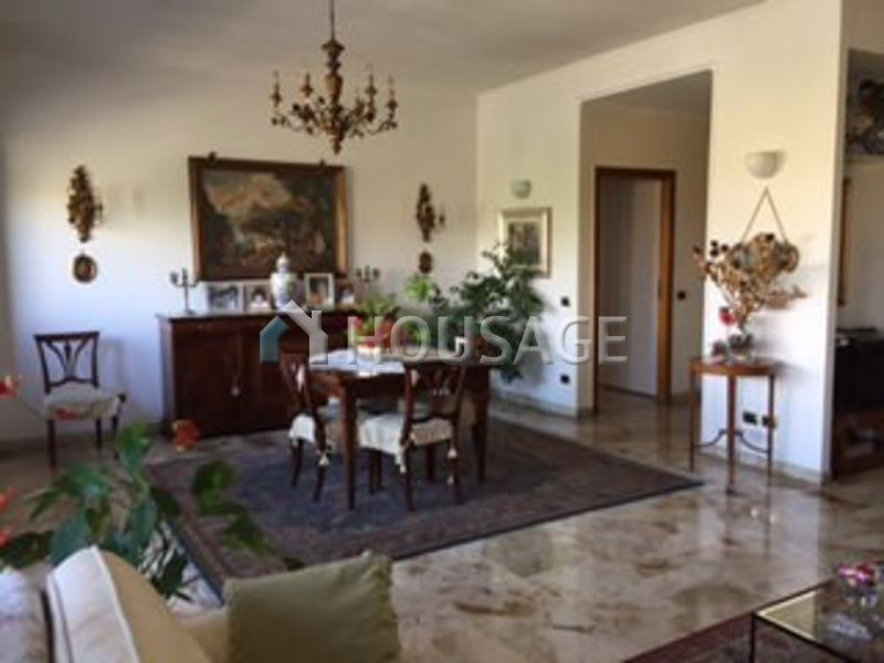 Квартира в риме купить купить жилье в португалии у моря