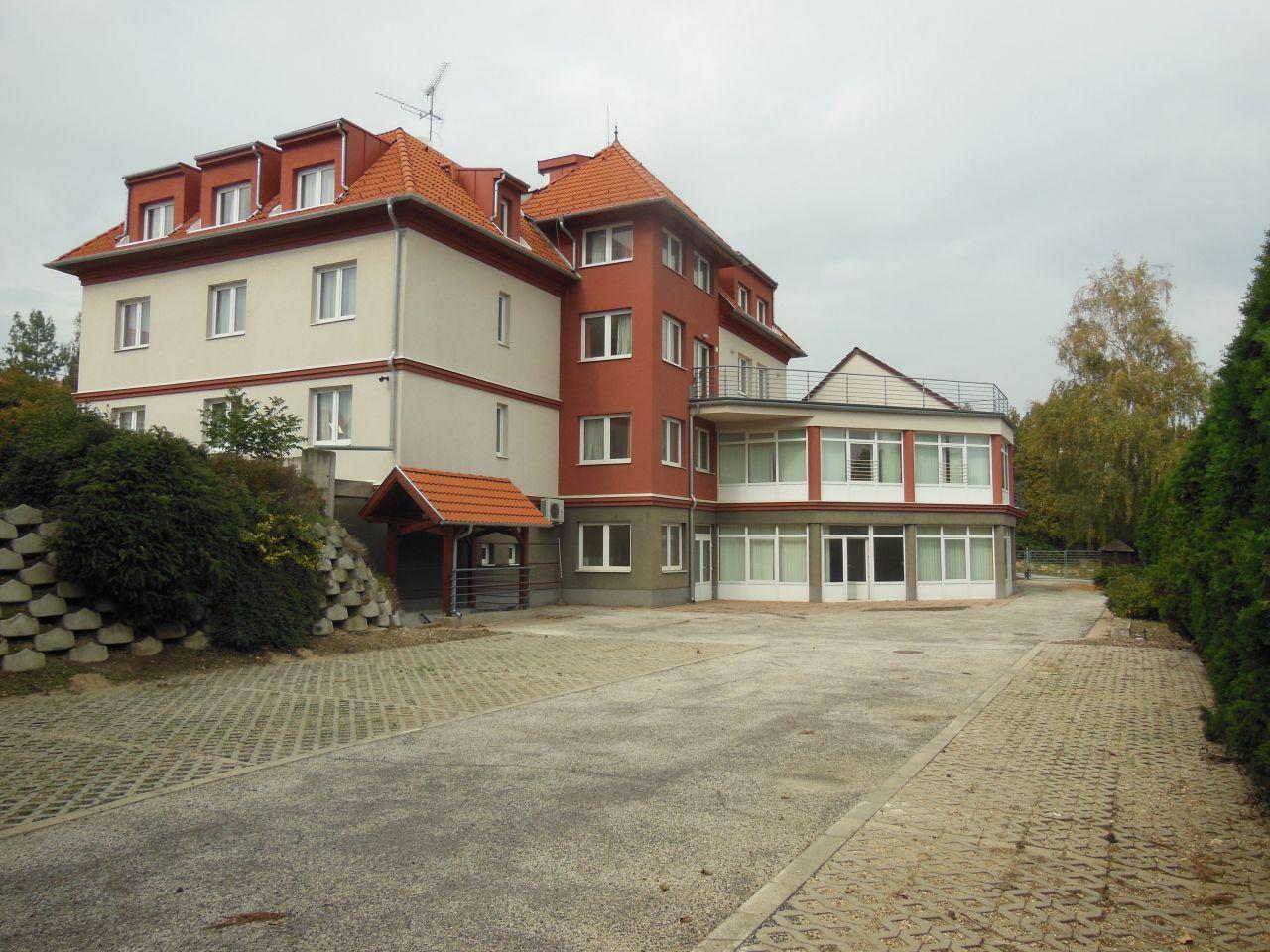 Коммерческая недвижимость в хевизе венгрия недвижимость краснодара без посредников аренда офиса