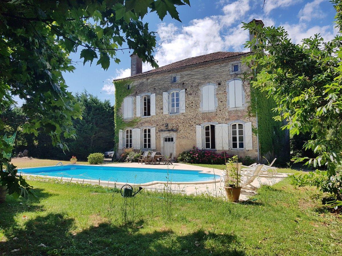 Поместье во франции купить купить недвижимость в дубае