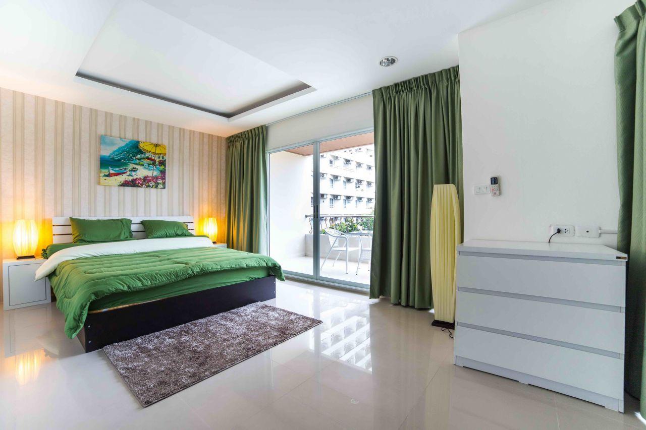 Скромный дизайн потолков в квартире фото здесь